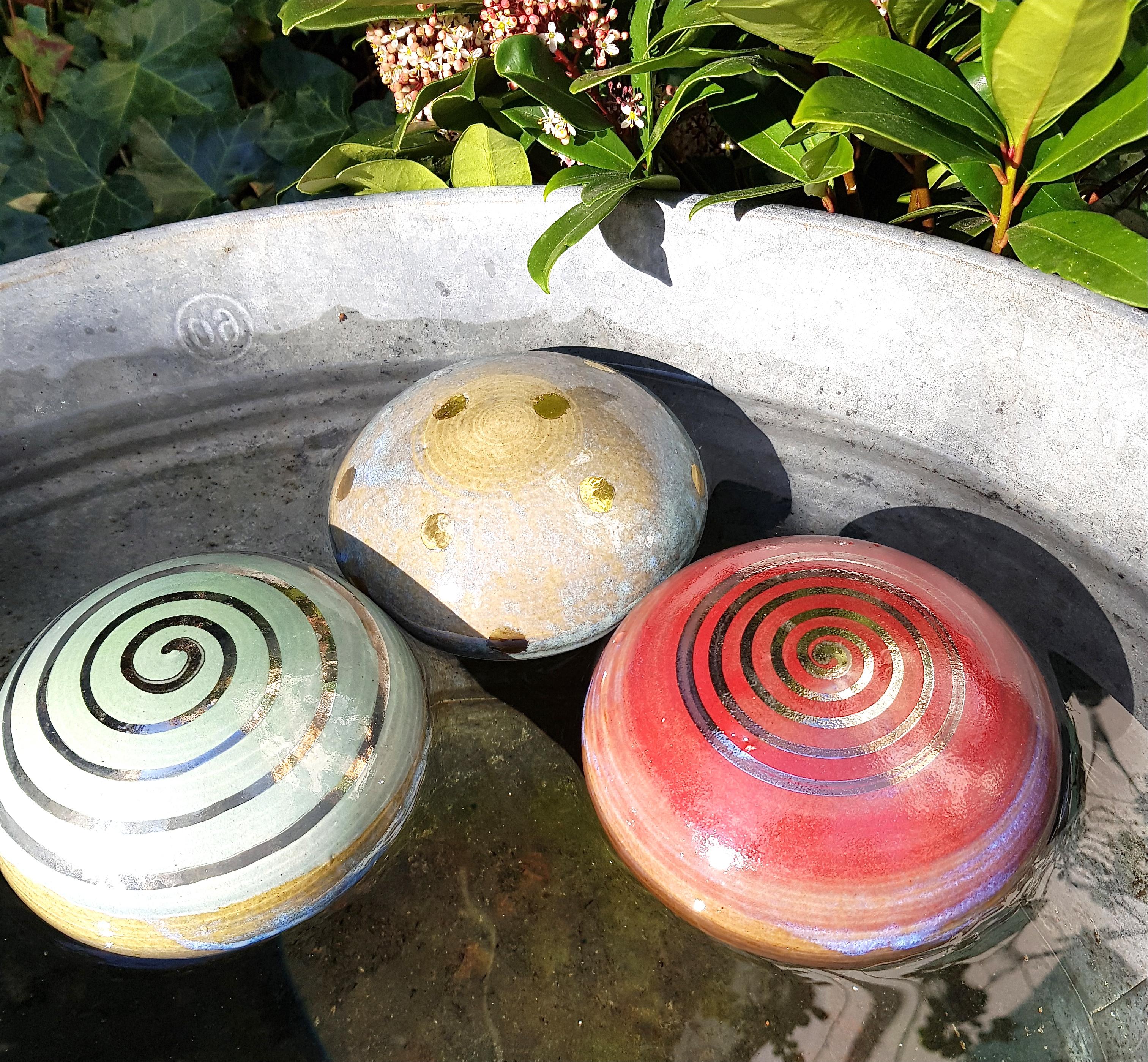 Wasserlinsen, Schwimmsteine, Gartendekoration, Keramik, handgedreht, vergoldet, Töpferei